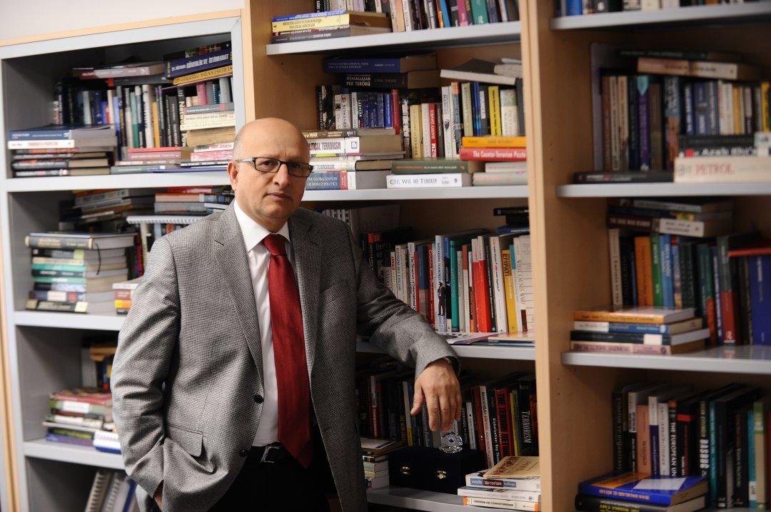 Nihat Ali Özcan, Dr.